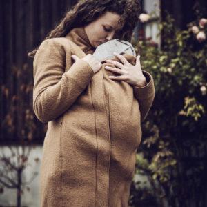 Manteau de portage Oslo en laine biologique Camel – Mamalila
